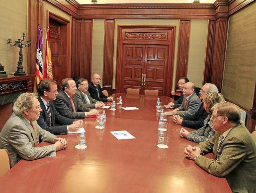 Reunión, ayer, en Delegación del Gobierno con los representantes de Asima.