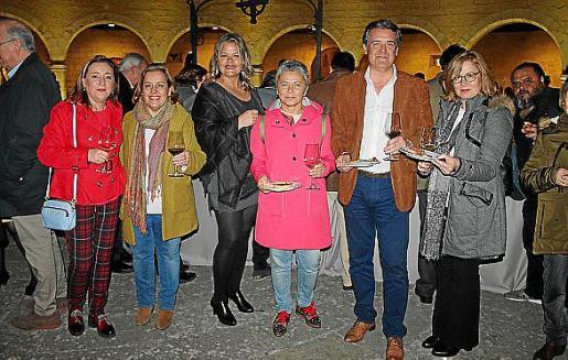 Cristina Campano, Elena Arribas, Carmen Linares, Mari Paz Gil, Antonio Reguidón y Carmen Martínez.