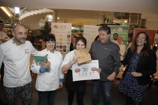 Kike Martí, Zahira Font, Patricia Escudero, la ganadora del concurso; Koldo Royo e Isabel González.