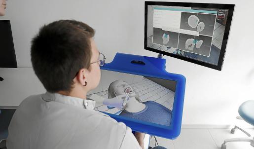 Los simuladores digitales del Aula Schmidt de Adema permiten todo tipo de recreaciones visuales y de tacto.