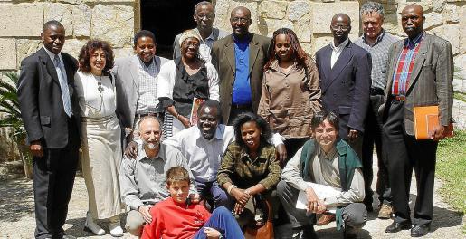 Imagen del primer diálogo interruandés con representantes hutus y tutsis en la finca de S'Olivar.