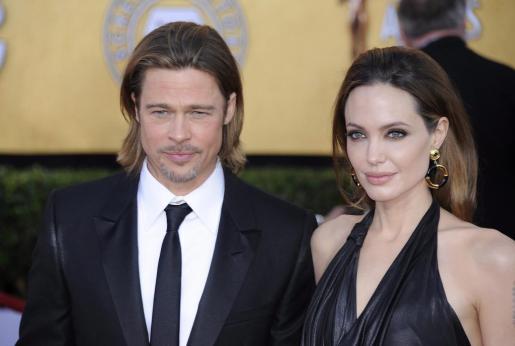 El actor estadounidense Brad Pitt (i) y su esposa Angelina Jolie (d).