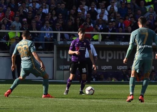Imagen del futbolista mallorquín Tòfol Montiel en su debut con la Fiorentina.
