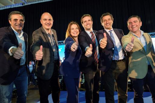 El presidente del PP, Pablo Casado, clausura un acto en el que también participan los presidentes del partido en Baleares, Biel Company y en Ibiza, José Vicente Marí.