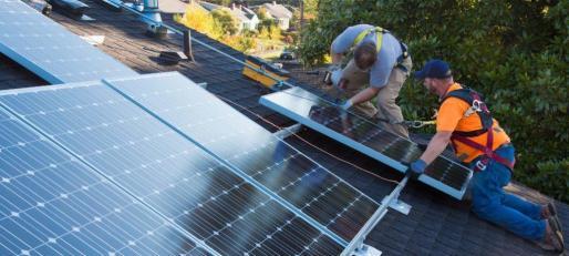 Pons ha recalcado que «es fundamental agotar los 40 millones de ayudas» porque es la primera vez que se acuerda una línea de subvenciones para parques fotovoltaicos solo para Baleares.