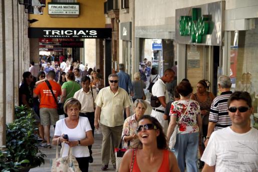 El 36,2 % de la población de las islas vive en Palma, donde un 15,8 % de los empadronados son extranjeros.