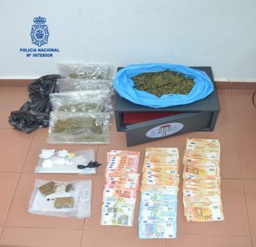 Droga y dinero incautada por la Policía Nacional.