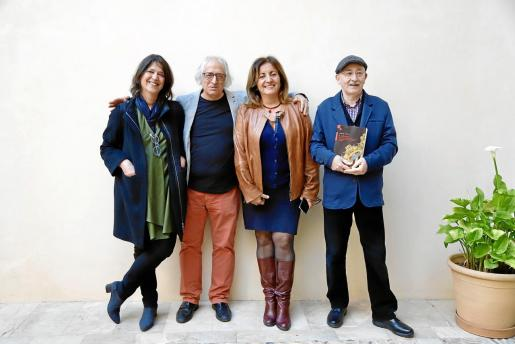 Cristina Ros, Llorenç Capellà, Fanny Tur y el editor Lleonard Muntaner.