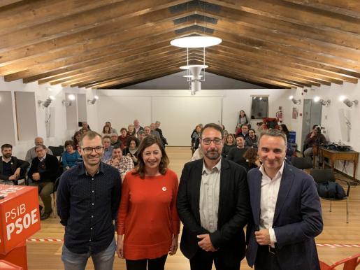 Francia Armengol y Pere Joan Pons con más candidatos socialistas en un acto de campaña electoral en Esporles
