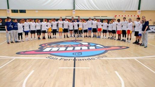 Imagen de las selecciones masculina y femenina de minibasket de Balears.