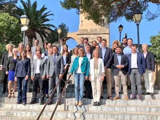 Foto de familia de los candidatos en el Castell de Bellver.