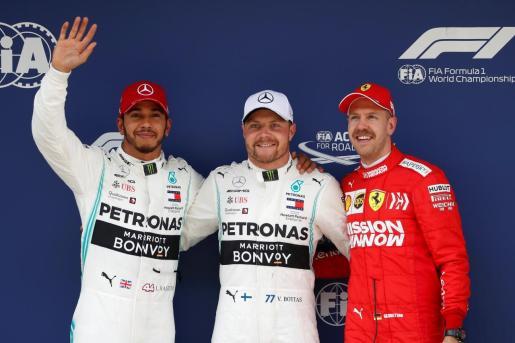 Lewis Hamilton, Valtteri Bottas y Sebastian Vettel, tras la sesión de clasificación.