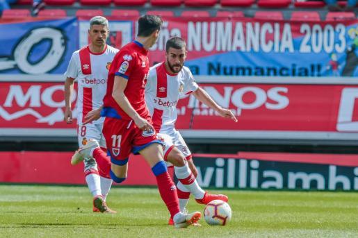 Un gol de Salva Sevilla (i) en los últimos compases del partido salva un valioso punto para el conjunto de Vicente Moreno.