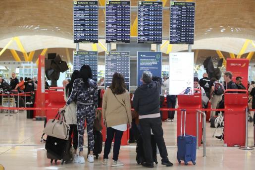 Huelga de personal de seguridad y de pilotos de Air Nostrum en el Aeropuerto Adolfo Suárez Madrid-Barajas.