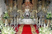 La casa santa de la Catedral, profusamente adornada
