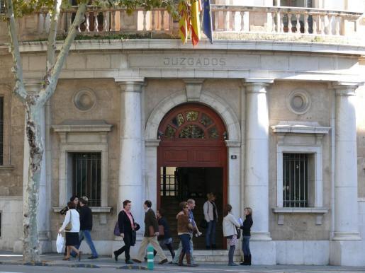 La Sección Segunda de la Audiencia Provincial de Baleares juzga este jueves a una mujer que obligó a otra que se prostituyera.