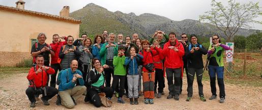 Una veintena de amigos y familiares de Magdalena decidió acompañarla en la primera de las cinco etapas que debe recorrer para superar su reto.