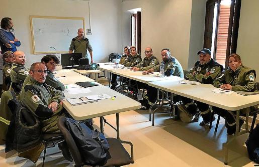 Los alumnos de este curso de agente forestal son mayores de 30 años sin experiencia en el oficio y que proceden, la mayoría, de sectores profesionales totalmente distintos. Su ilusión es ahora reinventarse.