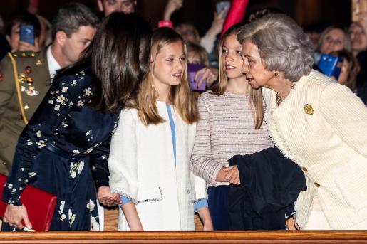 La reina Letizia, la princesa de Asturias, la infanta Sofía y la reina Sofía han asistido este domingo a la misa del Domingo de Resurrección en la catedral de Palma de Mallorca.