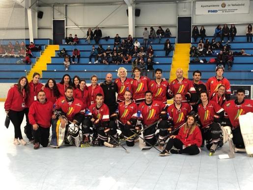 Imagen de las plantillas del Espanya Hoquei Club participantes en la Copa del Rey y la Reina 2019.