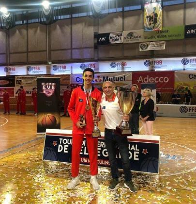 Christian Hernández y Juanan Serra, con los trofeos logrados este domingo.