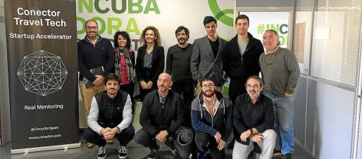 Los emprendedores de 'start ups' turísticas de Conector, junto a Celia Megías y Quino Fernández, en el Parc Bit.