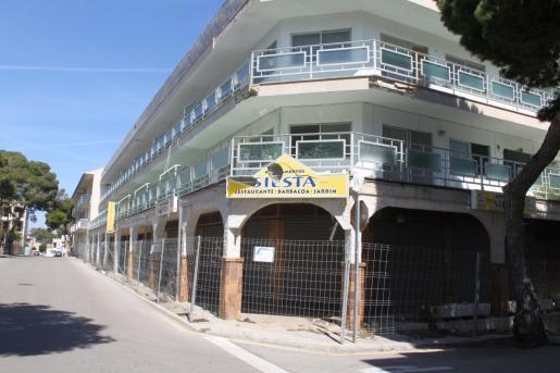 El Ajuntament obligó a vallar el edificio Siesta para evitar accidentes.