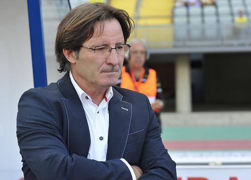 Juan Antonio Anquela deja de ser entrenador del Real Oviedo.