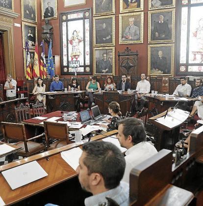 Imagen de archivo de un pleno del Ajuntament, en el que se toman las decisiones que afectan a la ciudad.