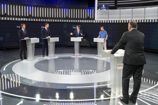 Imagen facilitada por RTVE de los principales candidatos a la Presidencia del Gobierno en las elecciones generales, Pablo Casado (PP), Pedro Sánchez (PSOE), Albert Rivera (Cs) y Pablo Iglesias (Unidas Podemos), en el Estudio 1 en Prado del Rey.
