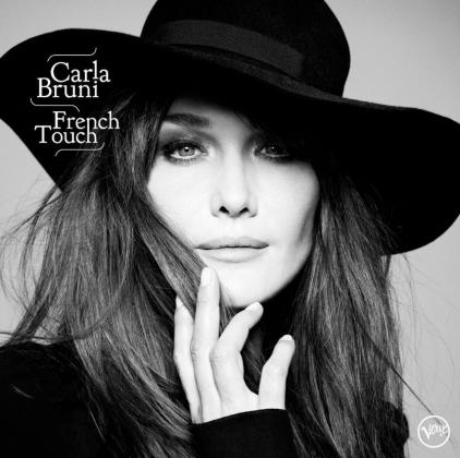 Carla Bruni presenta su quinto álbum 'French Touch (2017)' en Port Adriano.