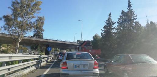 Numerosos conductores se están viendo afectados por las retenciones en la autopista de Andratx.