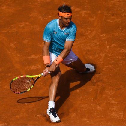 Imagen de Rafael Nadal, en acción, durante su partido ante Leonardo Mayer en el Barcelona Open Banc Sabadell Conde de Godó.