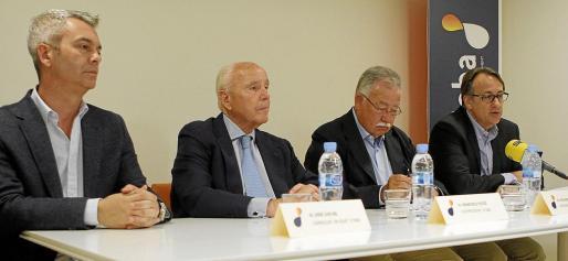 En la imagen, la junta directiva: José Luis Gil, Francisco Tutzó, el presidente Eduardo Soriano y Jesús Fernández.