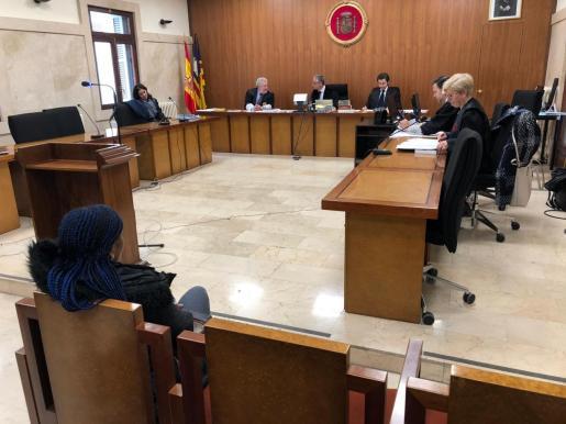 La acusada, durante el juicio celebrado este jueves en la Audiencia Provincial de Palma.