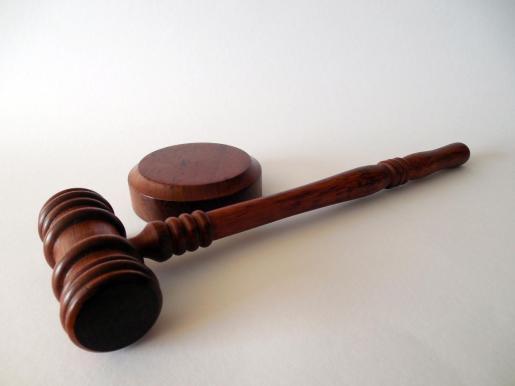 La Comisión de Ética Judicial ha determinado que no debe usar esa información obtenida fuera del proceso.