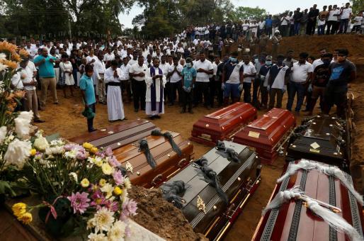 Funeral por algunas de las víctimas del atentado terrorista Sri Lanka.
