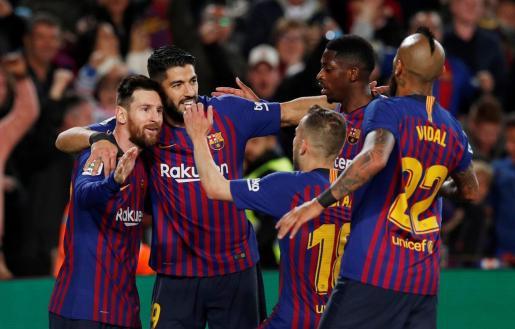 Los jugadores del Barcelona celebran el gol de Leo Messi.