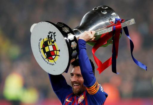 Leo Messi, con el título de Liga.