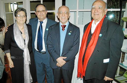 María Vicens, Marià Gastalver, Jesús Madrid, presidente internacional de Teléfono de la Esperanza, y Jaume Alorda instantes antes de comenzar la cena.