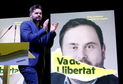 El candidato de ERC al Congreso Gabriel Rufián celebra la victoria de su partido en Cataluña.