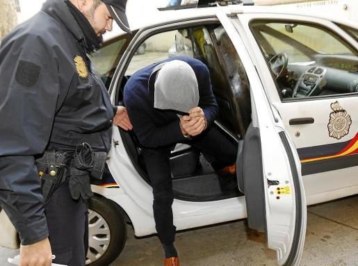 La policía practicó tres detenciones en enero de 2017 en torno al 'caso IME'.