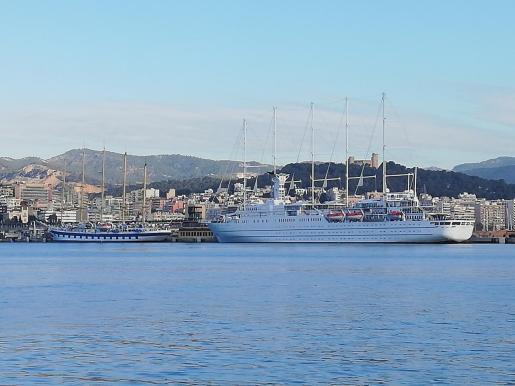 El Royal Clipper y el Wind Surf, juntos en Mallorca.