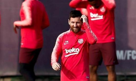 Lionel Messi, delantero argentino del Barcelona durante el entrenamiento que el equipo azulgrana realiza este martes en las instalaciones de la Ciudad Deportiva Joan Gamper para preparar el partido de ida de las semifinales de la Liga de Campeones.