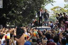 Oposición en Caracas apoya el levantamiento del presidente de la Asamblea Nacional, Juan Guaidó