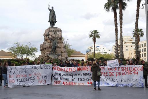 El precio de la vivienda supone un problema social en las Islas y el pasado 6 de abril unas 200 personas se sumaron a la manifestación 'Pinchemos la Burbuja. No más alquileres abusivos' convocada por las plataformas Sindicat de Llogaters de Mallorca, Stop Desnonaments Mallorca y Alquiler Digno.