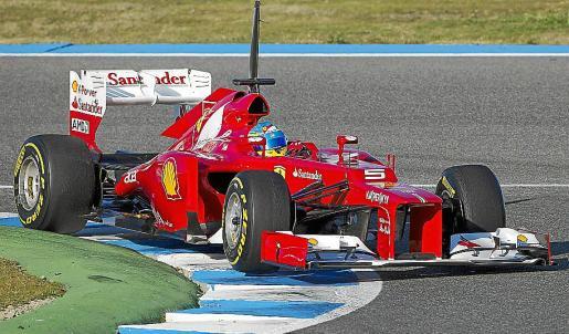 El piloto español Fernando Alonso rueda sobre el Ferrari diseñado para 2012.