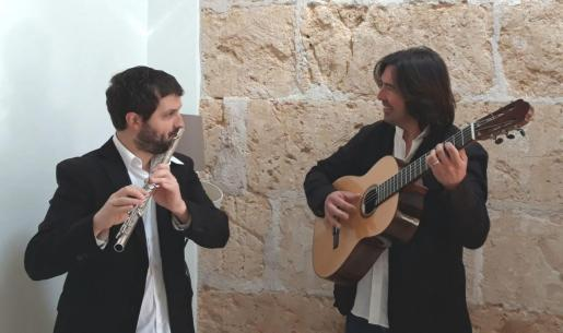 Pere Sansó a la flauta y Manel Martorell a la guitarra.