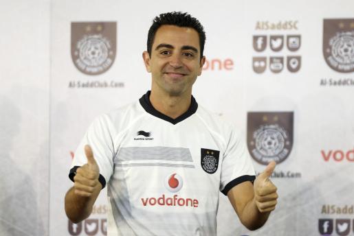 Xavi Hernández, con la camiseta del equipo catarí Al Sadd durante su presentación.