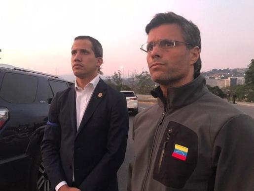 Leopoldo López tras su liberación junto a Juan Guaidó.      30/04/2019 Juan Guaidó y Leopoldo López